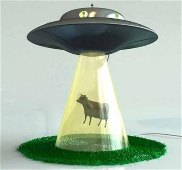 @Christine Lightner, @Erin Moore, we totally need this lamp!!!!!: Funny Design, Kids Bedrooms, Lamps Design, Bedrooms Design, Funny Pictures, Abduction Lamps, Aliens Abduction, Tables Lamps, Kids Rooms