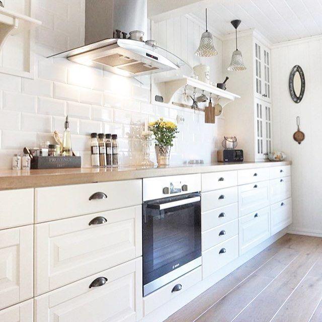 Cuisine blanche-parquet-carrelage Métro | Cuisine en 2019 | Cuisine ...
