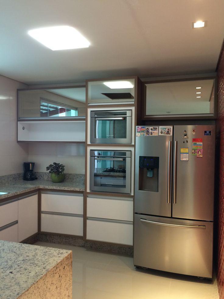 Cozinha Planejada, o vidro reflecto bronze traz elegância ao ambiente