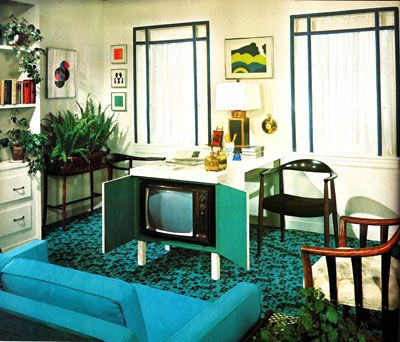 How flippin kewl is this!!??  70s home decor television table