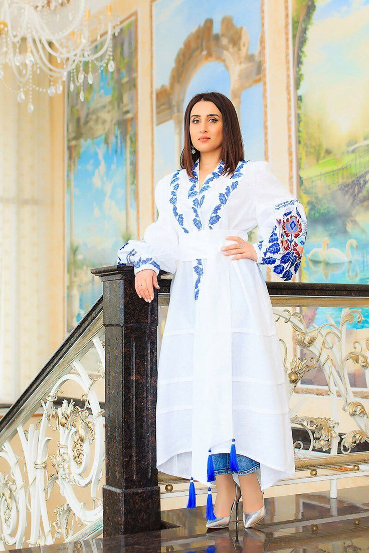 Elegant dress made of 100% linen. Silk embroidery. The cost of 250 dololors. All sizes. We deliver goods to anywhere in the world. WhatsApp +79883111234