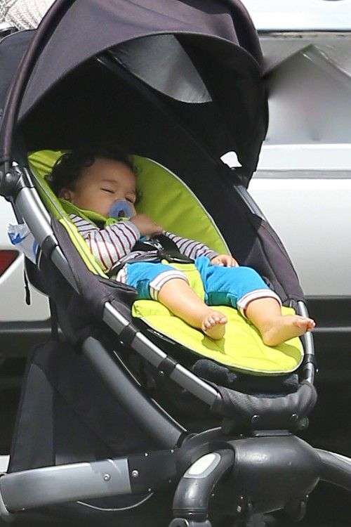Halle Berry's On Set Visit in 4Moms Origami Stroller…available at Tutti Bambini and www.shoptutti-bambini.com