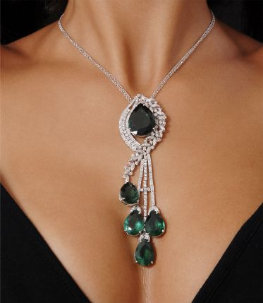 Gorgeous necklace to be worn with a V-cut dress