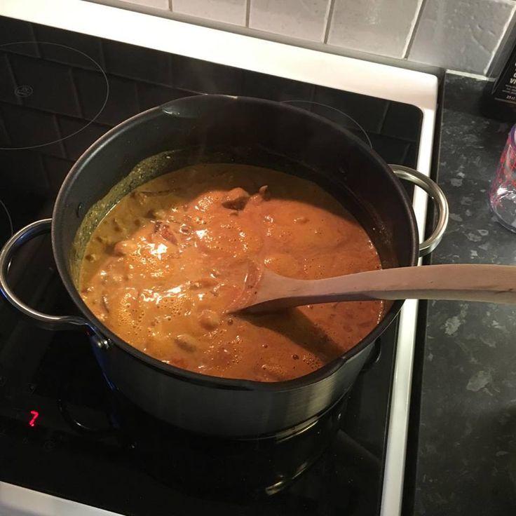 Enkel kyllingsuppe med tomat og creme fraiche