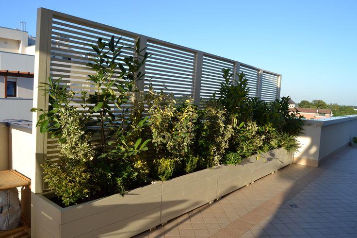 Fioriere con frangisole by outdoor for Divisori per terrazzi