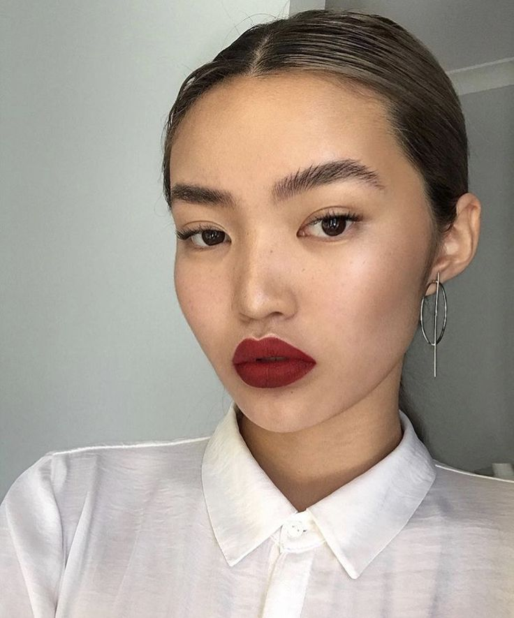 Matte red lips // feathered brows