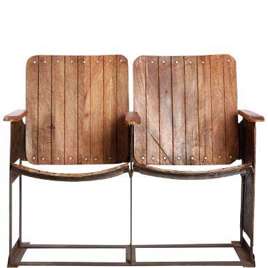 Wir spulen um etliche Jahrzehnte zurück und landen in einer Zeit, in der Kino die Traumfabrik Nummer 1 war. Daran erinnert das Cinestar-Möbelstück mit zwei auf einem Eisengestell fest montierten Sitzen aus Holzlatten. Geformte Sitzschale, Vintage-Look. Sieht oscarverdächtig gut aus in Fluren und Lofts.