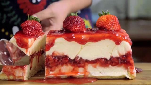 strawbbery cake