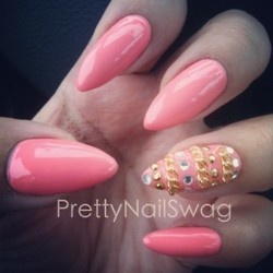 i love the stilleto nail!! PERRRRFECT