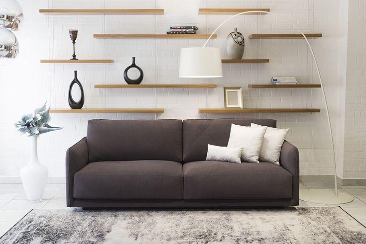 Divatos és értékes a mindenek felett álló OPERA modern kanapé. Ülőlapja nagyon kényelmes és mindig tökéletes, magas és harmonikus támlája pedig nyugodt, pihentető testtartást biztosít.