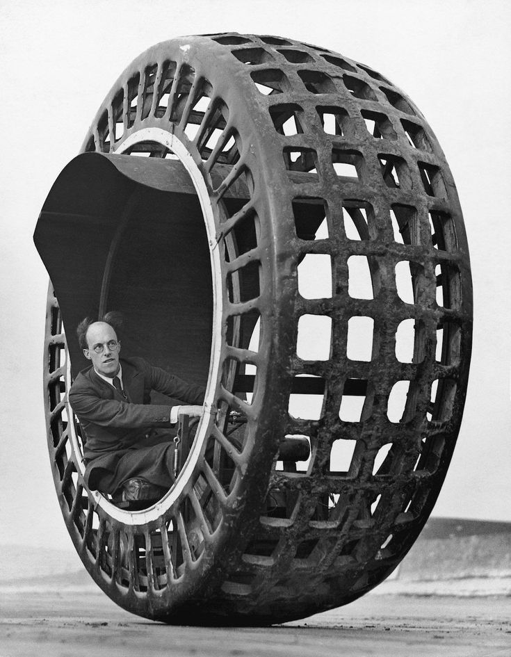 Inventor J. A. Purves drives his Dynasphere spherical car (aka Jumbo) an automobile shaped like a giant radial tire - Sept 1932 [1200x1542] http://ift.tt/2gFUkfy