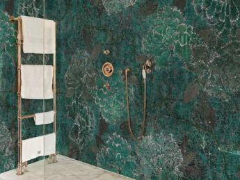 Vytvořte si vlastní oázu ve sprchovém koutě. S tapetami Wall&decò to není problém. Všechny dekory naleznete v našem studiu. www.liniedesign.cz