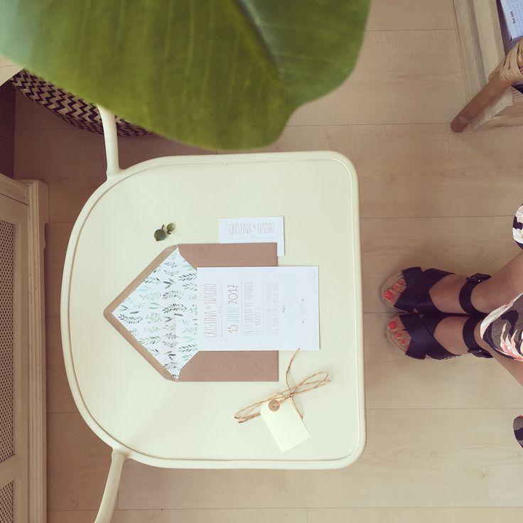 Invitaciones de bodas de jardín con acuarela 🌿    #invitaciones #wedding #design #cards #invitations #natural #kraft #acuarela #weddinginvitatons #green #nice #rustic #garden #watercolor #stamp #leaves #coperyporter