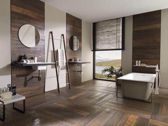 Carrelage imitation parquet dans la salle de bains