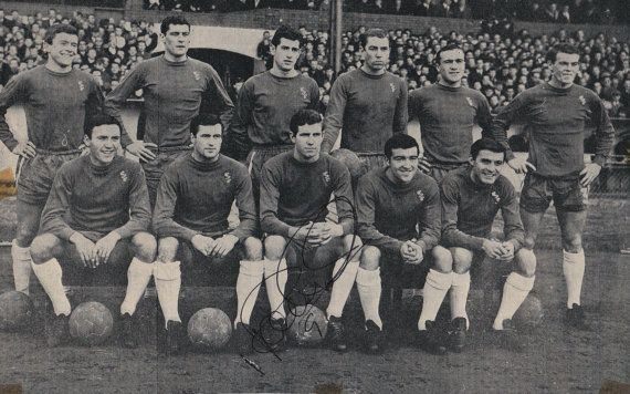 PETER OSGOOD signed Chelsea Football Club team pic circa 1966 by UniquelySporting