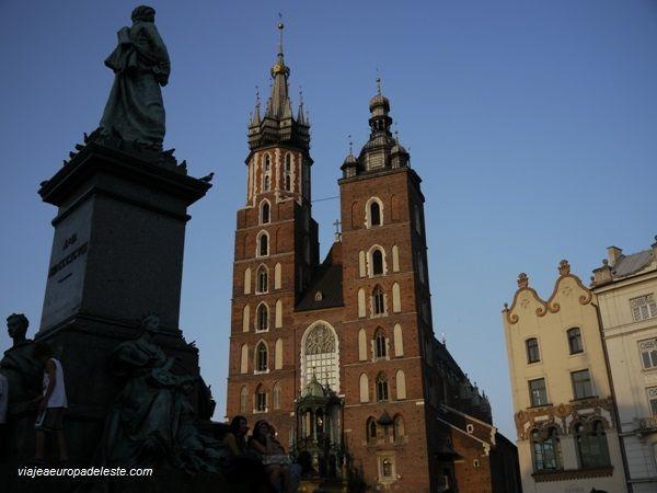 Paseando ante la Iglesia de St. Mary, en #Cracovia, #Polonia