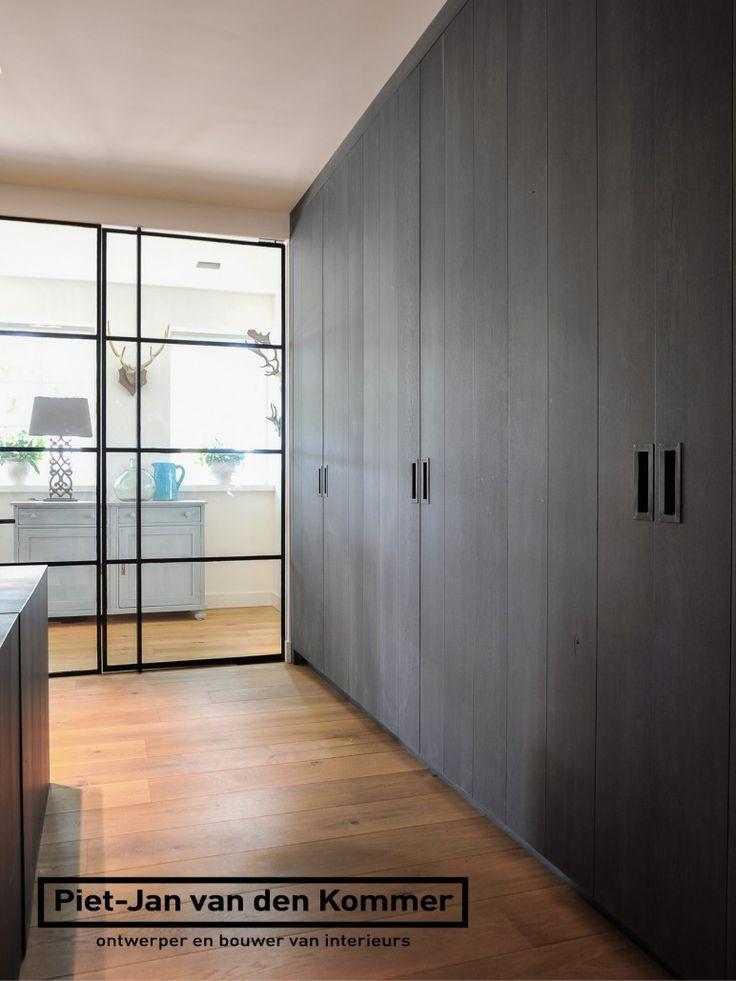 Luxe woonboerderij - Piet-Jan van den Kommer - werkkamer kastenwand stalen deuren