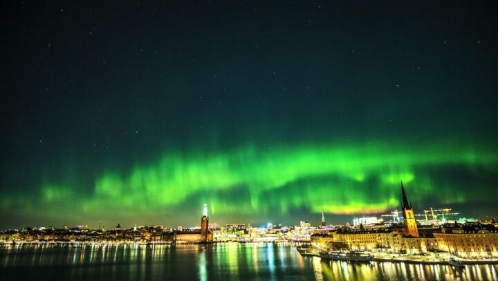 Monteliusvägen  Rostams Insta   @rostam__zandi . #stockholm #monteliusvägen . 071117 .  Sorry for the sloppy editing  My computer doesn't really have the power I wish it had... Did not plan to shoot a time-lapse... Or for that matter I was not expecting Northern Lights this evening... Just got lucky!  A big thank you to everyone who is supporting @northernlightsstockholm!  .  #timelaps #besttimelapse #Norrskenstockholm #Norrskensverige #Norrskensjägare #Norrsken #Norrskensfoto…