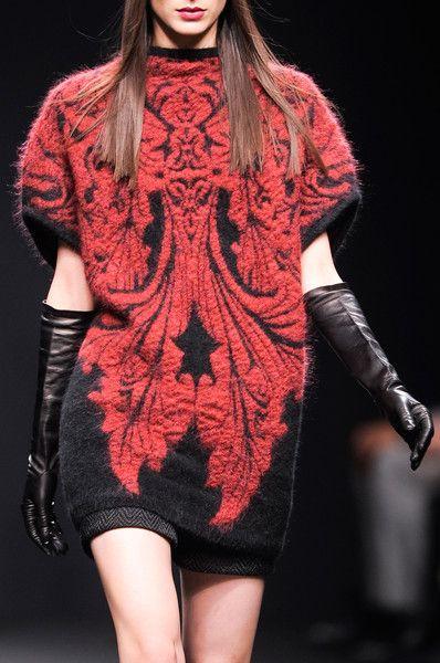 Patterned fashion knitwear - black & red decorative sweater dress; lavish mirror prints // Byblos
