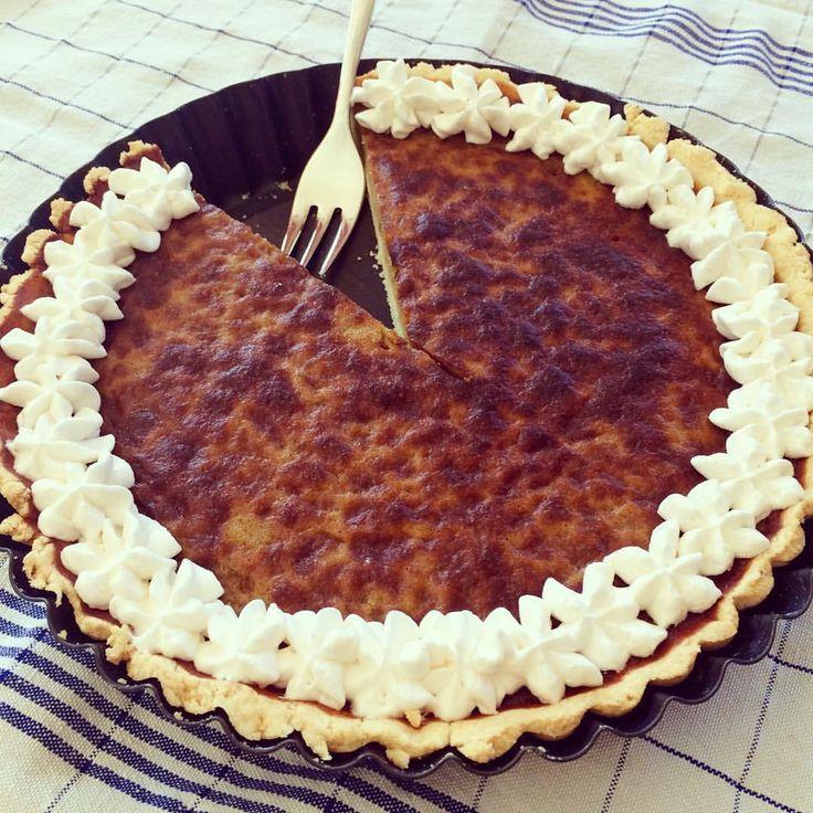 Also den Preis für den schönsten Kuchen gewinnen wir damit nicht, aber was soll's... Hauptsache es schmeckt  Glutenfreier Kürbiskuchen, ohne tierische Milchprodukte (Rezept übrigens am Blog) - leider nicht vegan // gluten and dairy free pumpkin pie. #pumpkinpie #pumpkin #kürbiskuchen #kürbis #dairyfree #glutenfree #glutenfrei #ohnemilch #homemade #pie #yummy #glutenfreibacken #backen #no