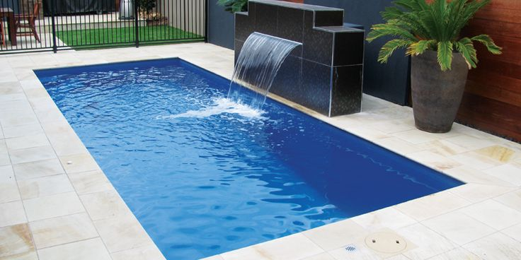 Gorgeous #fiberglass #pool with #fountain