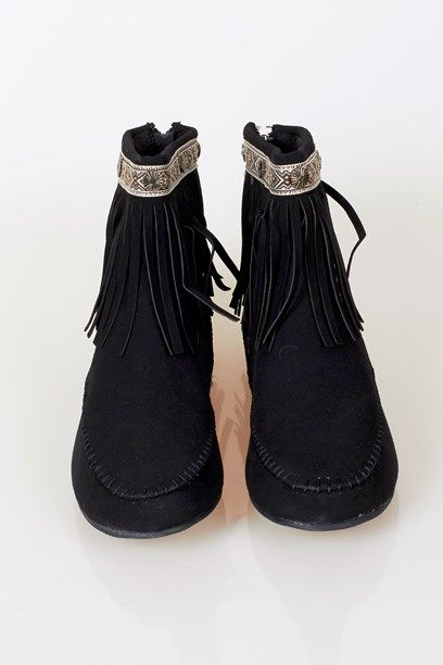 STEFANIE SKO - Native inspired fringe boots.