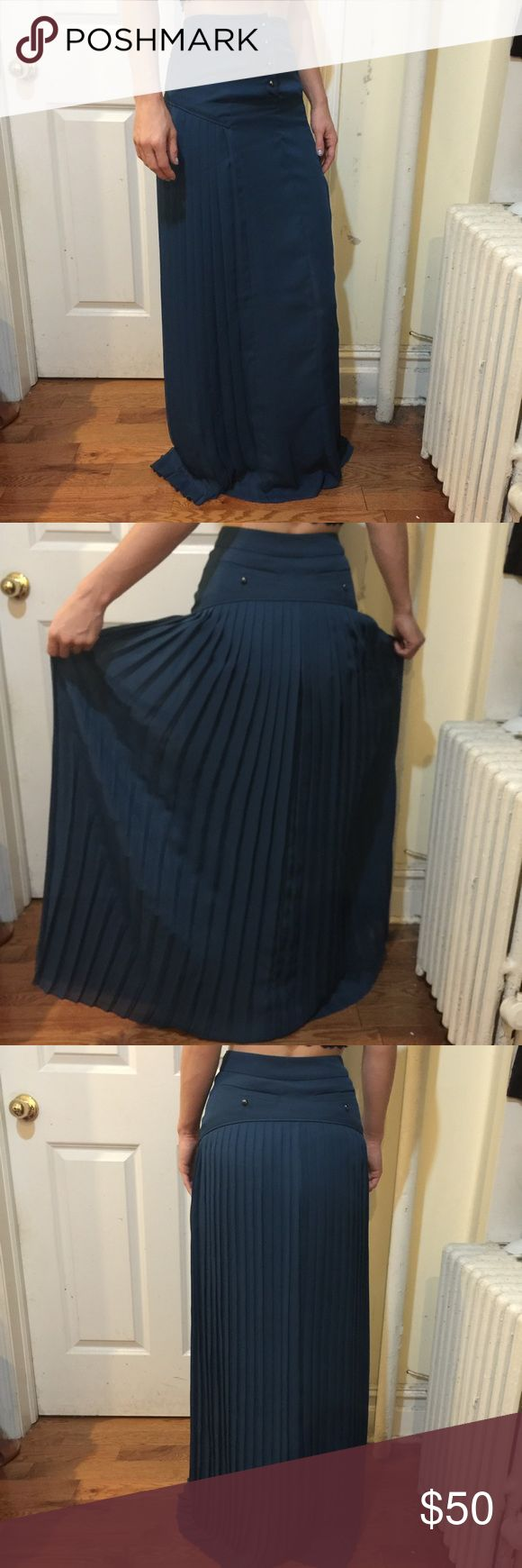 Reiss Signa Teal Pleated Maxi Skirt Reiss skirt in a beautiful shade of teal. Pleated all over and has a button closure set at the top center. Super flattering and has a liner inside. Size 0. Reiss Skirts Maxi