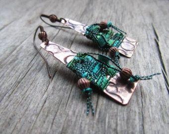 Artisan BOHO серьги - Павлин зеленый серьги - смешанная текстильные и медные серьги - богемный ювелирные изделия - легкие серьги