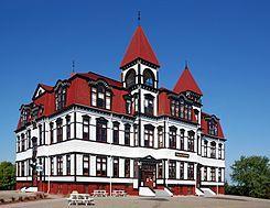 Lunenburg - Lunenburg es un pequeño pueblo portuario del condado de Lunenburg en la provincia de Nueva Escocia, Canadá, a 90 km de distancia de Halifax, sobre la costa del Océano Atlántico.