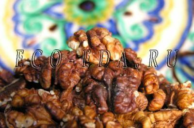 Грецкий орех из Узбекистана растёт в высокогорных районах с очень чистой экологией, куда ещё не добралась цивилизация. Его маслянистые сладковатые ядра очень вкусны и питательны. Грецкий орех, который можно встретить в магазине и на рынке, в подавляющем большинстве случаев - украинский.