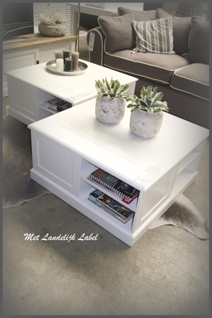 Mooie, stoere, salontafel in old white. Past geweldig in een landelijke Riviera stijl! Te koop bij: WWW.METLANDELIJKLABEL.NL