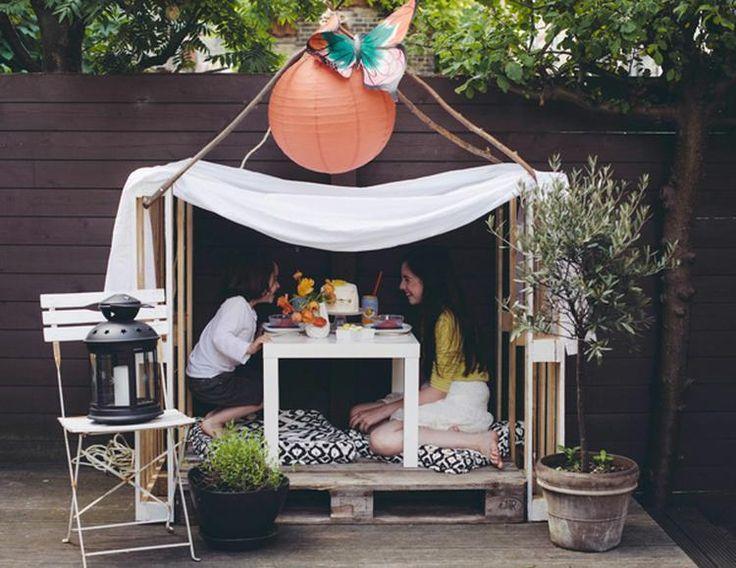 Sehe dir das Foto von HobbyKoechin mit dem Titel Ein einfaches Gartenhäuschen aus drei Paletten und alten Gardinen machen und andere inspirierende Bilder auf Spaaz.de an.