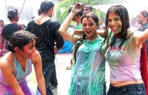 Girs playing happy Holi 2014 Wallpapers image for whatsapp
