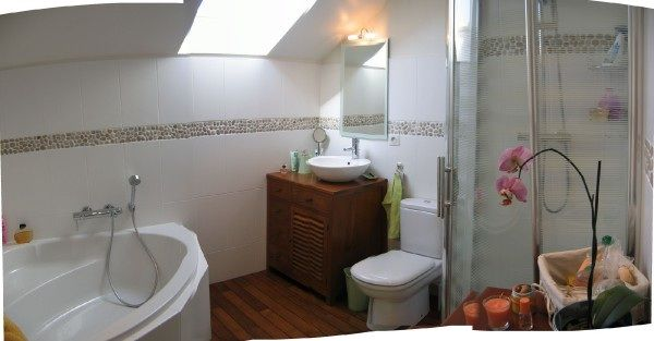 Parquet et frise de galets id es d co salle de bain - Frise adhesive salle de bain ...