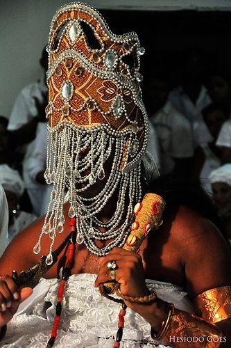 Coiffe d'Oyá, Orixa du vent et de l'eau qui courent dans le candomblé au Brésil