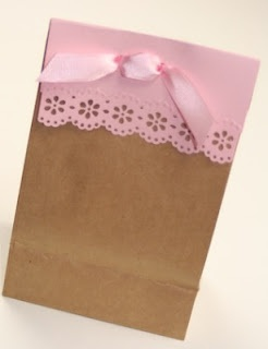 Lace trimmed Gift bag...tutorial.  So cute! Used this for parents to fill with treats for the teacher on her bday.