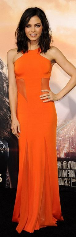 I love this simple hair. Plus the shade of orange goes perfect with her skin
