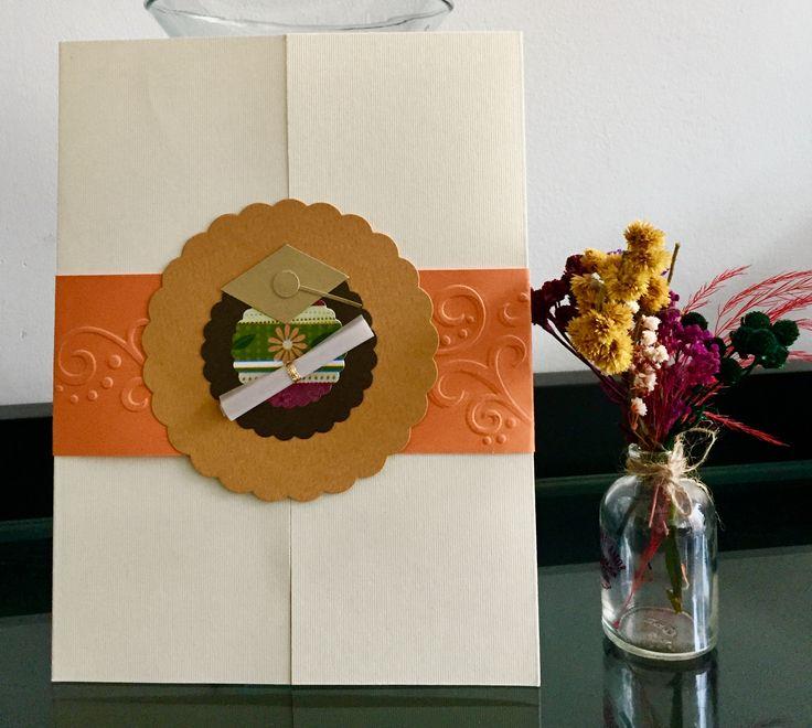 Tus mejores deseos de éxito por su graduación, presentados en una hermosa tarjeta!