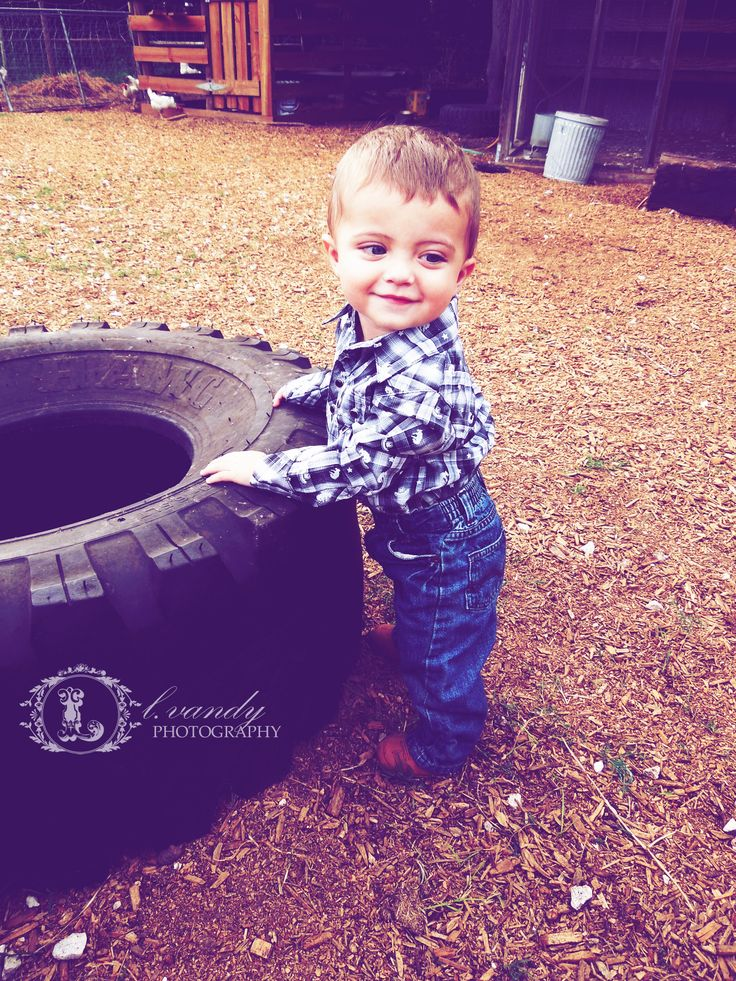 Country Baby Photo by L.Vandy Photography #country #baby #photo