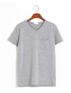 Today's Hot Pick :ベーシック半袖Tシャツ【BLUEPOPS】 http://fashionstylep.com/SFSELFAA0005552/bluepopsjp/out ベーシックなデザインのシンプル半袖Tシャツです。 Vネックラインがフェミニン♪ シンプルなデザインなのでどんなアイテムにも相性GOOD!! ボトムスにイン