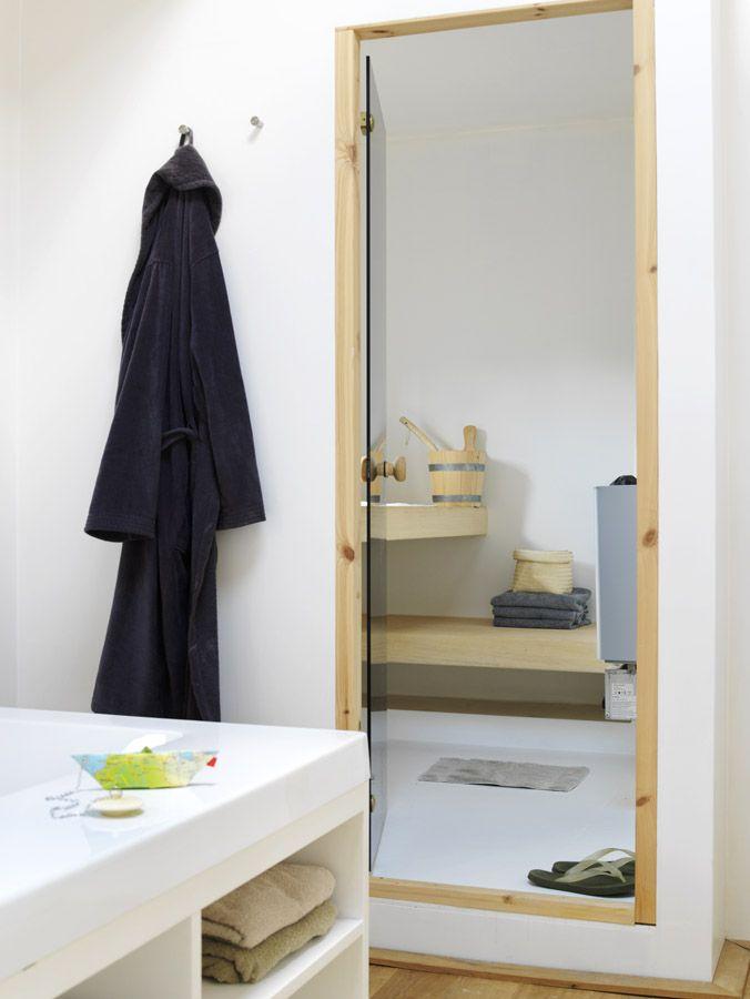 waterloft.nl houseboat jolie bathroom and sauna