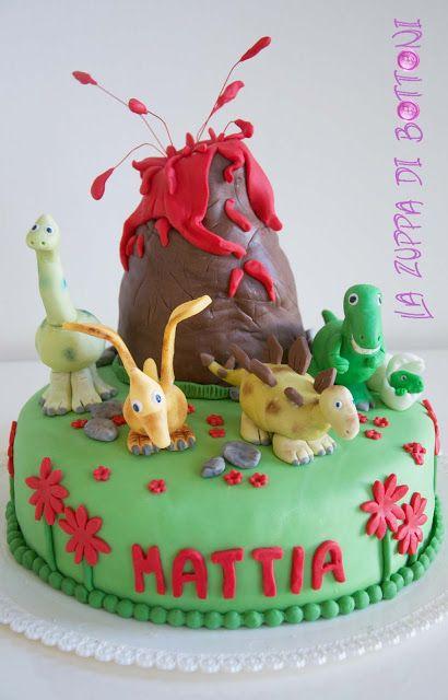 Volcano and dinosaurs cake Torta preistorica con vulcano e dinosauri