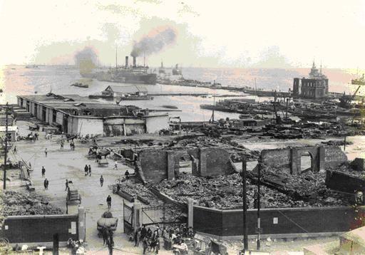 震災で倒壊した横浜港