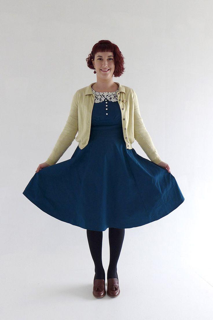 Look vintage casual à petits prix ! Cardigan jaune Lindy bop, Robe verte à col claudine en dentelle, amazon, mocassin marron jonak