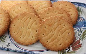 Découvrez la fameuse recette des galettes bretonnes, ces délicieux biscuits bretons qui font fureur, une recette qui est en plus très facile à faire !
