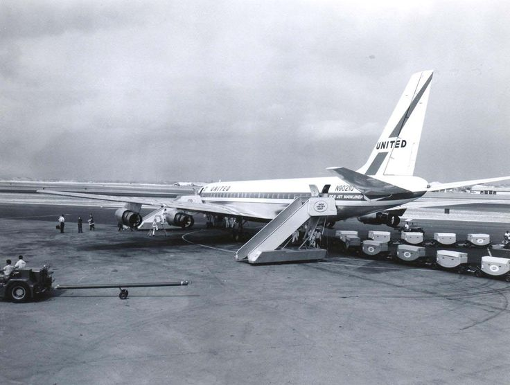 United Airlines DC-8 at Honolulu International Airport. (HNL)