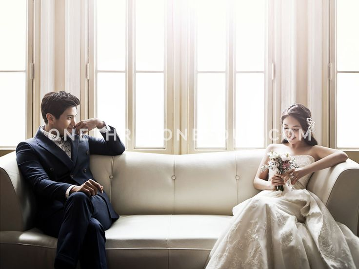 White | Korean Pre-wedding Photography by Pium Studio on OneThreeOneFour 0