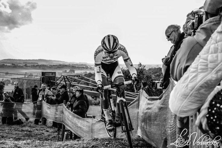 Wereldkampioen veldrijden Thalita de Jong by Leon Verbraecken