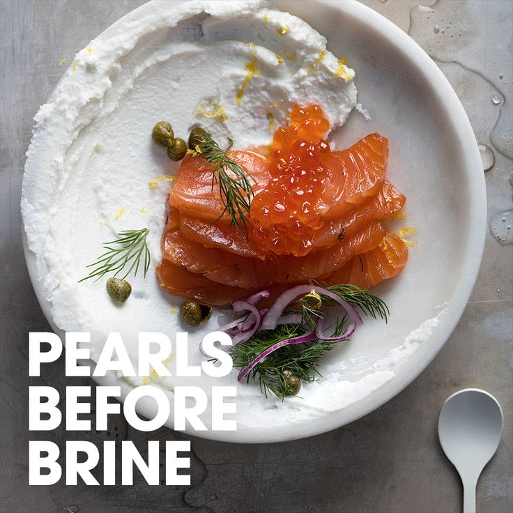 Pearls before brine #quark #gravlax #salmon #dill #capers #onion #lemon #recipe #appetizer #lunch #inspiration #ideas