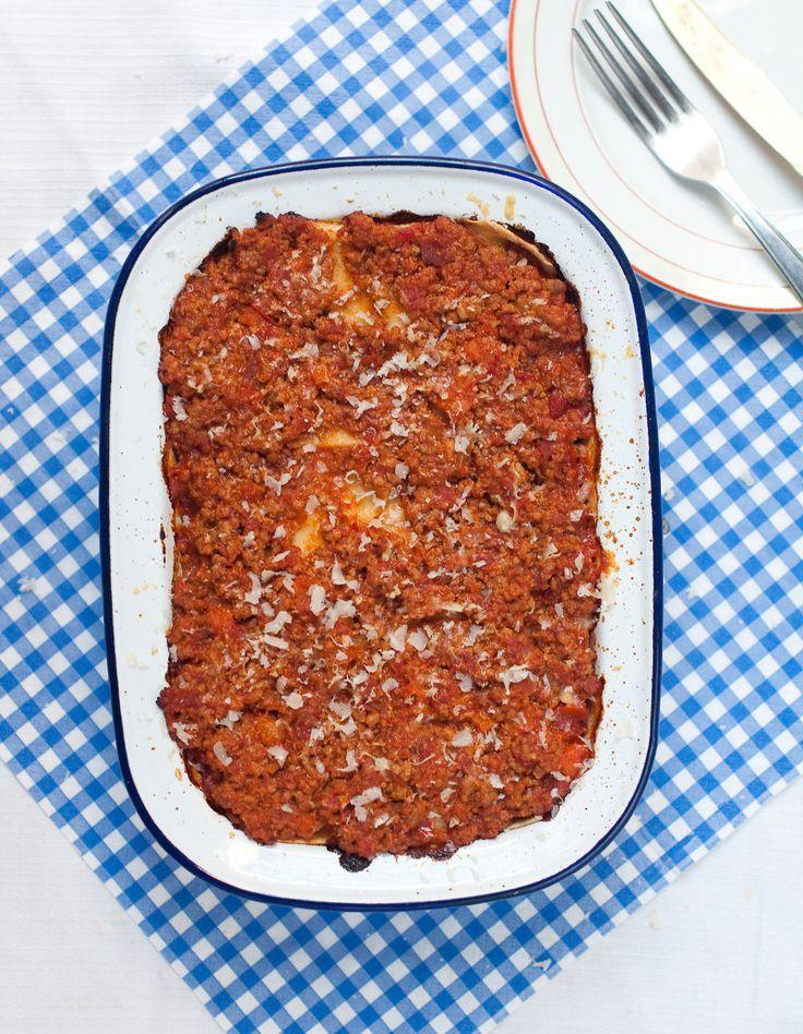 La ricetta perfetta di questa settimana sono le lasagne al ragù fatte in casa, ideali per Natale. Ecco cosa imparare dalla Sorelle Simili e Bressanini
